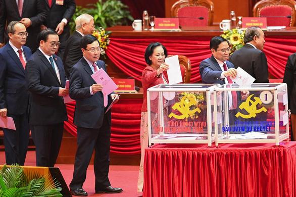 Hình ảnh các đại biểu Đại hội Đảng bỏ phiếu bầu Ban Chấp hành Trung ương khóa XIII - Ảnh 2.