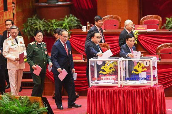Hình ảnh các đại biểu Đại hội Đảng bỏ phiếu bầu Ban Chấp hành Trung ương khóa XIII - Ảnh 5.