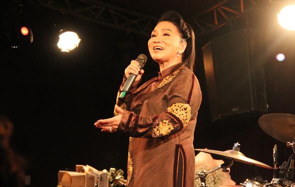 NSND Bạch Tuyết: Tôi muốn sống và qua đời như một người hát cải lương của Việt Nam - Ảnh 1.