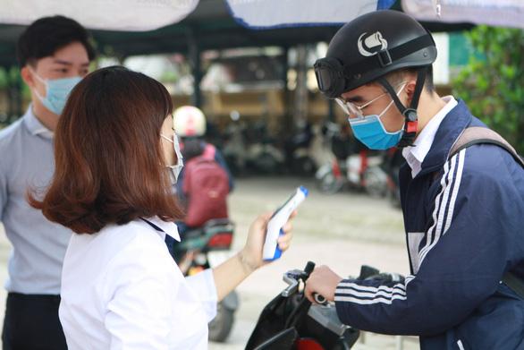 Hà Nội: Nhiều trường cho học sinh nghỉ học, chuyển dạy học trực tuyến - Ảnh 1.