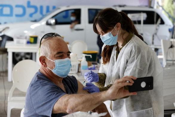 Israel nói tiêm chủng vắc xin COVID-19 có hiệu quả, giới khoa học chưa tin - Ảnh 1.