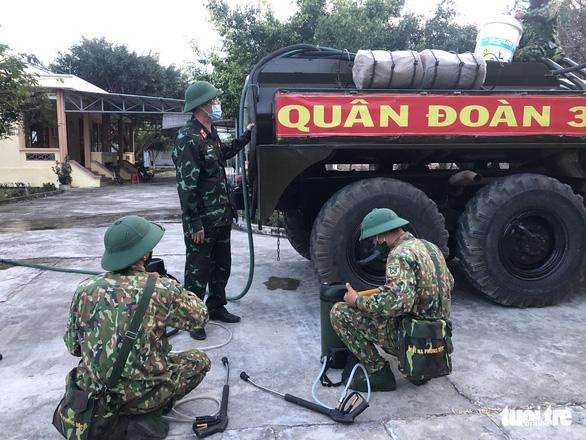 Quân đoàn 3 đưa bộ đội hóa học phối hợp dập dịch ở Gia Lai - Ảnh 1.