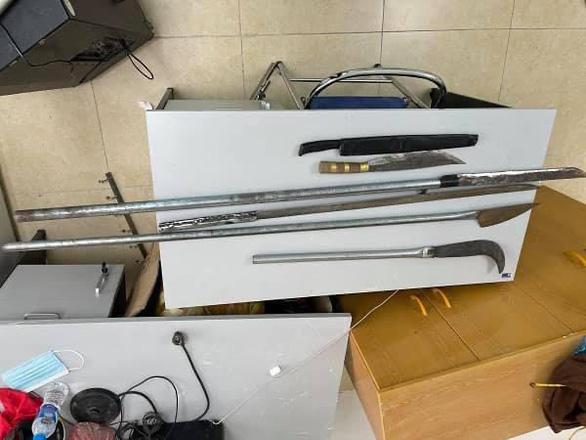 4 anh em ruột dùng dao chặn người đi đường, cướp tài sản - Ảnh 2.