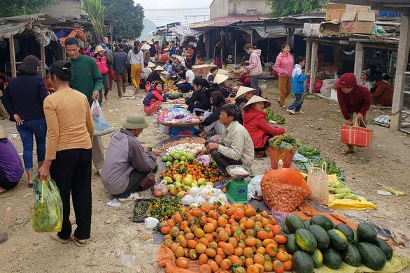 Tết xưa - Tết nay: Không có nơi nào đầy đủ bằng chợ, nhất là chợ Tết - Ảnh 1.