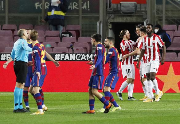 Messi sút phạt thần sầu giúp Barca vượt mặt Real Madrid - Ảnh 2.