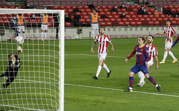 Messi sút phạt thần sầu giúp Barca vượt mặt Real Madrid - Ảnh 3.