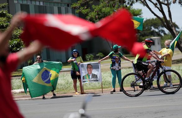 Biểu tình kiểu kinh dị xác sống ở Brazil - Ảnh 7.