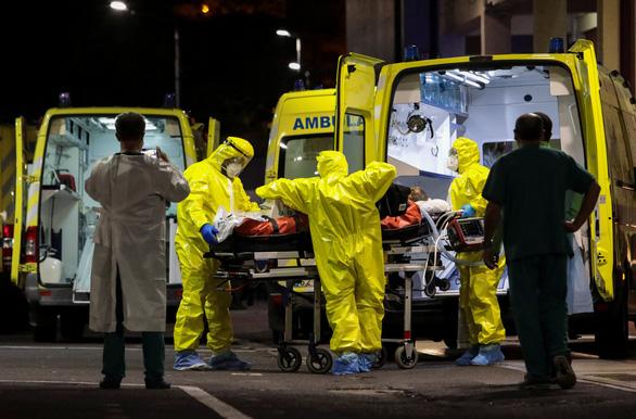 Y tế Bồ Đào Nha sụp đổ vì COVID-19, không còn giường chữa bệnh - Ảnh 1.