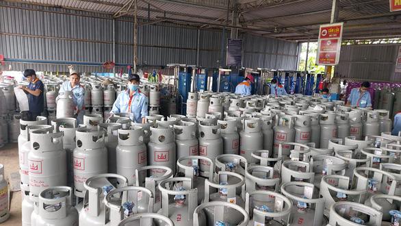Gas tăng thêm 18.000 đồng cho bình 12kg - Ảnh 1.