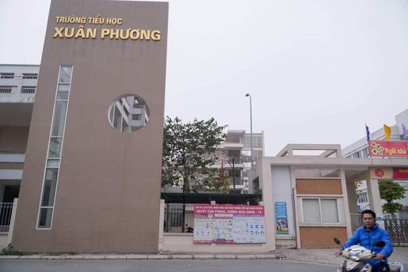 79 cô trò Trường tiểu học Xuân Phương cách ly tại trường, Hà Nội có 11 ca COVID-19 - Ảnh 1.