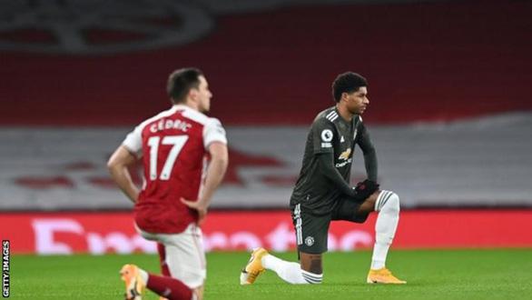 Điểm tin thể thao sáng 1-2: Trận đấu kỳ dị ở Ligue 2 khi thủ môn 2 đội cùng... nhập viện - Ảnh 4.
