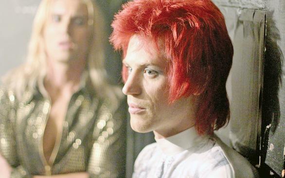 Stardust: David Bowie thực sự là ai?