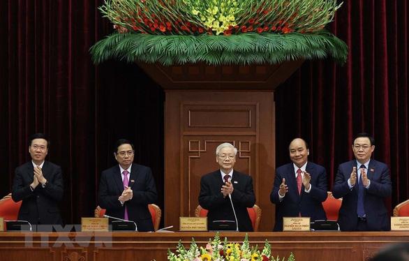 Công bố danh sách Bộ Chính trị và Ban Bí thư khóa XIII - Ảnh 1.