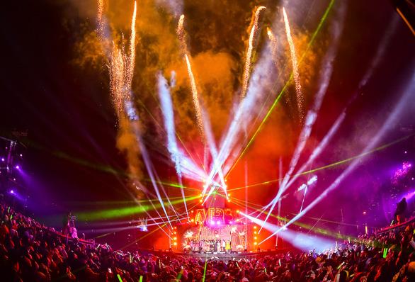 Gần 20.000 cư dân Ecopark mãn nhãn với đại tiệc countdown hoành tráng - Ảnh 1.