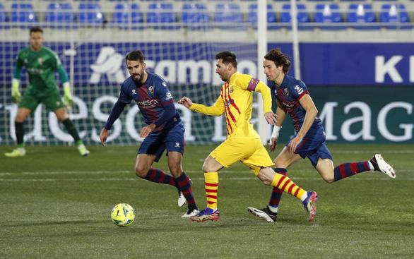 La Liga: Messi trở lại giúp Barca thắng tối thiểu, Atletico Madrid lấy lại ngôi đầu - Ảnh 1.