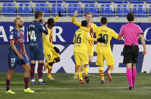 La Liga: Messi trở lại giúp Barca thắng tối thiểu, Atletico Madrid lấy lại ngôi đầu - Ảnh 2.