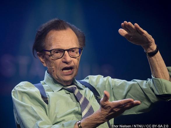 Sống sót sau nhiều bạo bệnh, vua truyền hình Larry King liệu có vượt qua COVID-19? - Ảnh 5.