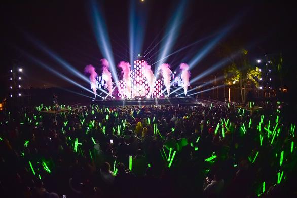 Gần 20.000 cư dân Ecopark mãn nhãn với đại tiệc countdown hoành tráng - Ảnh 3.