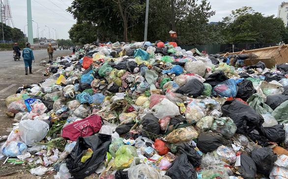 Hà Nội lần thứ 2 thanh tra nhà thầu thu gom rác - Ảnh 1.