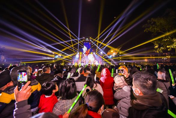 Gần 20.000 cư dân Ecopark mãn nhãn với đại tiệc countdown hoành tráng - Ảnh 5.