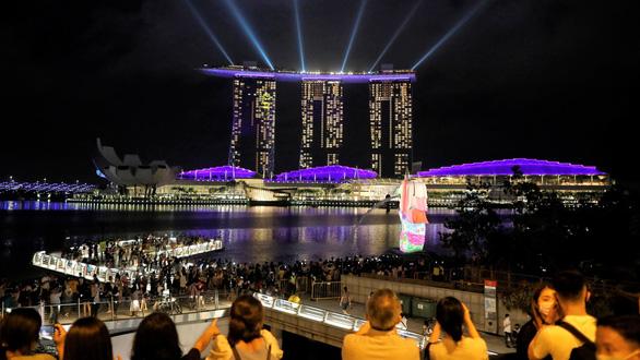Suy thoái liên tiếp 4 quý, GDP Singapore giảm 5,8% năm 2020 vì COVID-19 - Ảnh 1.
