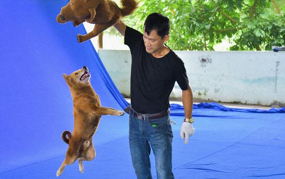 Hậu trường gay cấn khi chú chó đóng Cậu Vàng đối mặt với bó đuốc, đàn trâu - Ảnh 2.