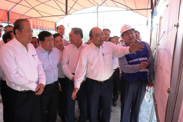 Thủ tướng yêu cầu đẩy nhanh xây cầu Mỹ Thuận 2, kịp thông tuyến cao tốc TP.HCM - Cần Thơ - Ảnh 1.