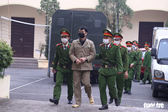 Hoãn phiên xử 4 thành viên đoàn thanh tra Bộ Xây dựng vì vắng nhiều người - Ảnh 2.