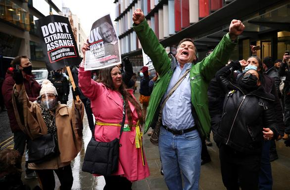 Tòa án Anh chặn việc dẫn độ nhà sáng lập WikiLeaks Julian Assange sang Mỹ - Ảnh 2.