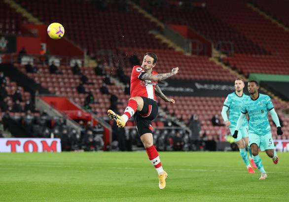 Người cũ Danny Ings tỏa sáng khiến Liverpool gục ngã trước Southampton - Ảnh 2.