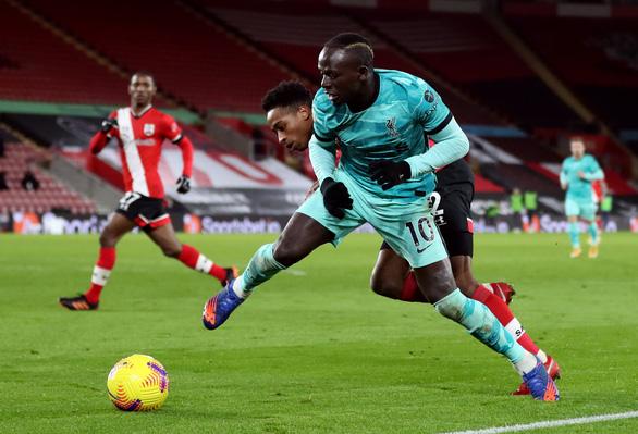 Người cũ Danny Ings tỏa sáng khiến Liverpool gục ngã trước Southampton - Ảnh 5.