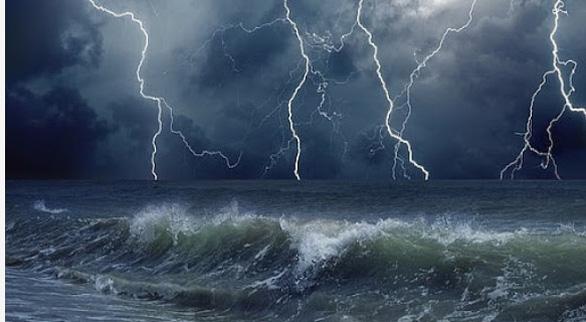 Hôm nay biển động từ Quảng Trị đến Cà Mau, sóng cao 2-4m - Ảnh 1.