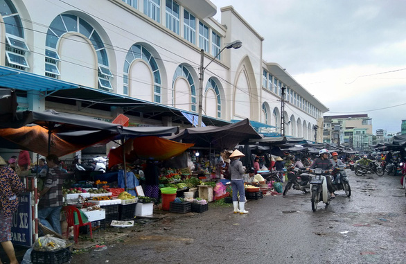 200 hộ tiểu thương chợ Đầm tròn phải ra khỏi chợ trong 15 ngày, sau 20-1 sẽ cắt điện - Ảnh 2.