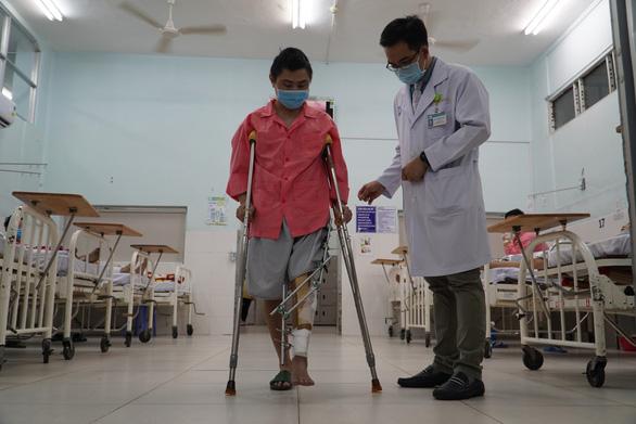 Bệnh viện Chợ Rẫy dùng Titanium in 3D trám lỗ hổng 11cm ở xương bệnh nhân ung thư - Ảnh 1.