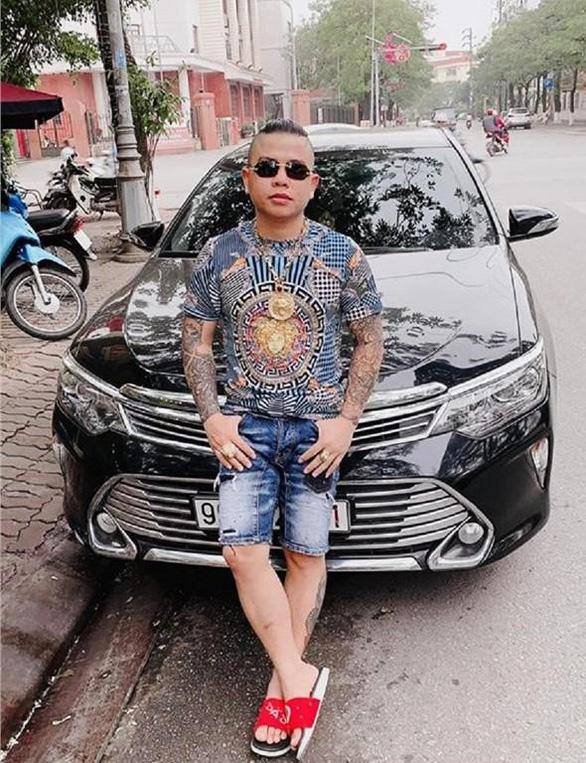 Bắt 1 nghi phạm vụ nổ súng vào xe của thánh chửi Dương Minh Tuyền - Ảnh 1.