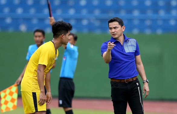 HLV Kiatisak: Hàng thủ là điểm yếu của Hoàng Anh Gia Lai - Ảnh 2.