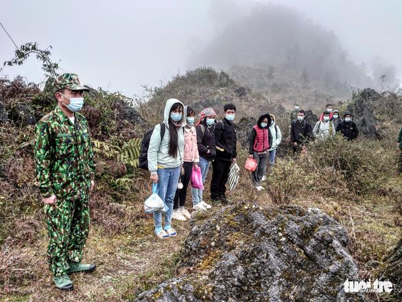 Về Việt Nam ăn tết, 11 người nhập cảnh trái phép bị phát hiện - Ảnh 1.