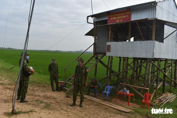 'Mỗi người dân biên giới phải là chiến sĩ phòng chống dịch COVID-19' - Ảnh 3.