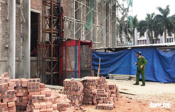 Vận thăng rơi ở Nghệ An làm 3 người chết vừa kiểm định hơn 4 tháng - Ảnh 1.