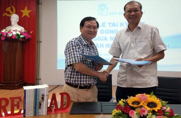 Nhà văn Nguyễn Nhật Ánh ký tác quyền 49 đầu sách với Nhà xuất bản Trẻ - Ảnh 1.