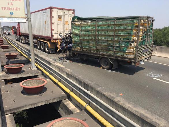Buộc hơn 40.000 xe quá tải quay đầu ra khỏi 4 tuyến cao tốc. - Ảnh 1.
