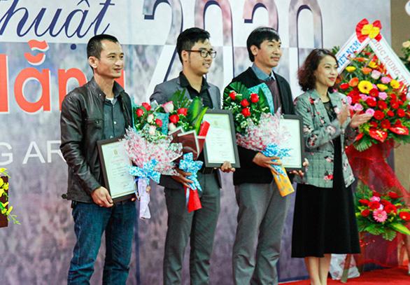 Giảng viên ĐH Duy Tân giành giải nhì Mỹ thuật Đà Nẵng 2020 - Ảnh 1.