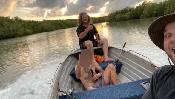 Ngư dân tưởng gặp Tarzan, ai ngờ là kẻ cướp trần truồng giữa rừng ngập mặn - Ảnh 2.