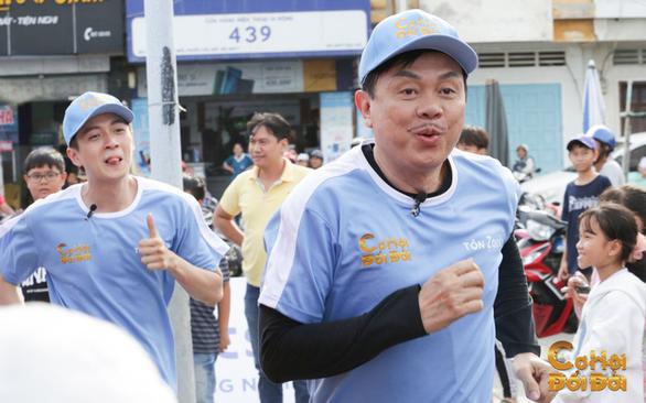 Hoài Linh được ủy thác gần 2 tỉ từ gia đình cố nghệ sĩ Chí Tài làm từ thiện - Ảnh 2.