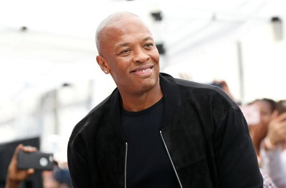 Rapper nổi tiếng Dr. Dre trấn an khán giả sau khi nhập viện vì phình động mạch não - Ảnh 1.