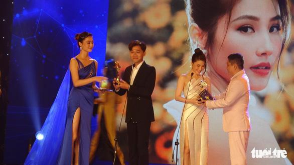 'Gái già lắm chiêu' lại đại thắng giải thưởng Ngôi sao xanh 2020 - Ảnh 1.