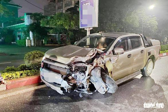 Nữ hành khách chết trong taxi bẹp dúm sau va chạm xe bán tải - Ảnh 3.