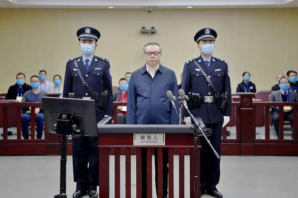 Choáng với núi tiền mặt 2 tấn trong nhà quan tham Trung Quốc bị tuyên tử hình - Ảnh 5.