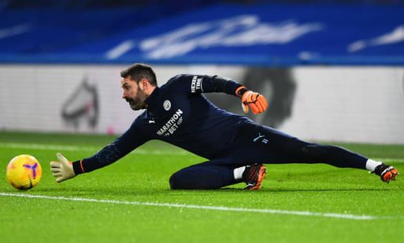 Điểm tin thể thao tối 6-1: Mesut Ozil đồng ý đến Fenerbahce, Man City thêm 2 cầu thủ nhiễm COVID-19 - Ảnh 1.
