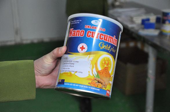 Phát hiện kho sữa khủng nguyên liệu Trung Quốc với đủ nhãn mác trong một nhà máy - Ảnh 2.